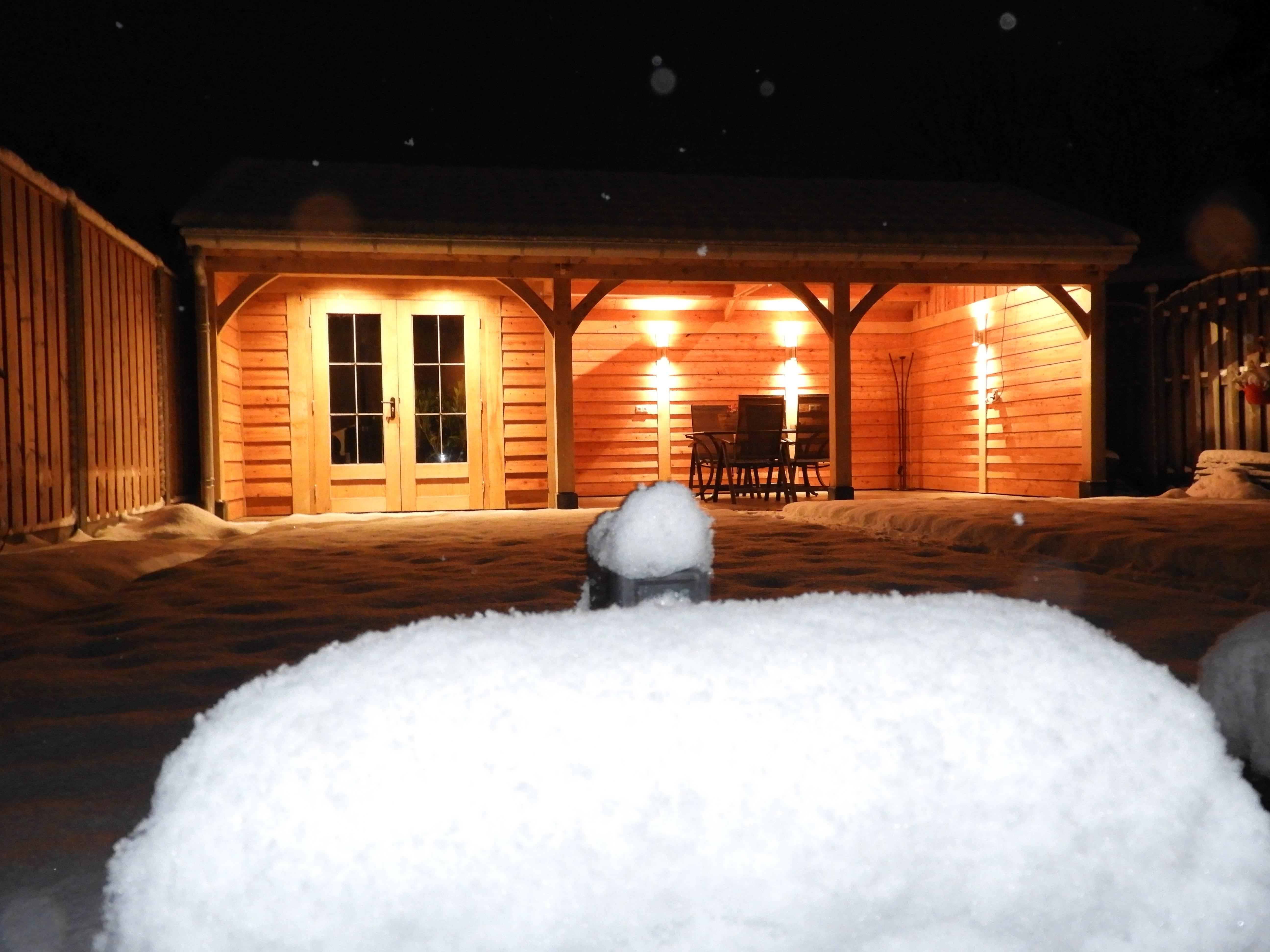 houten-tuinhuis-met-veranda-10-min - Project: Tuinhuis in winterse sfeer