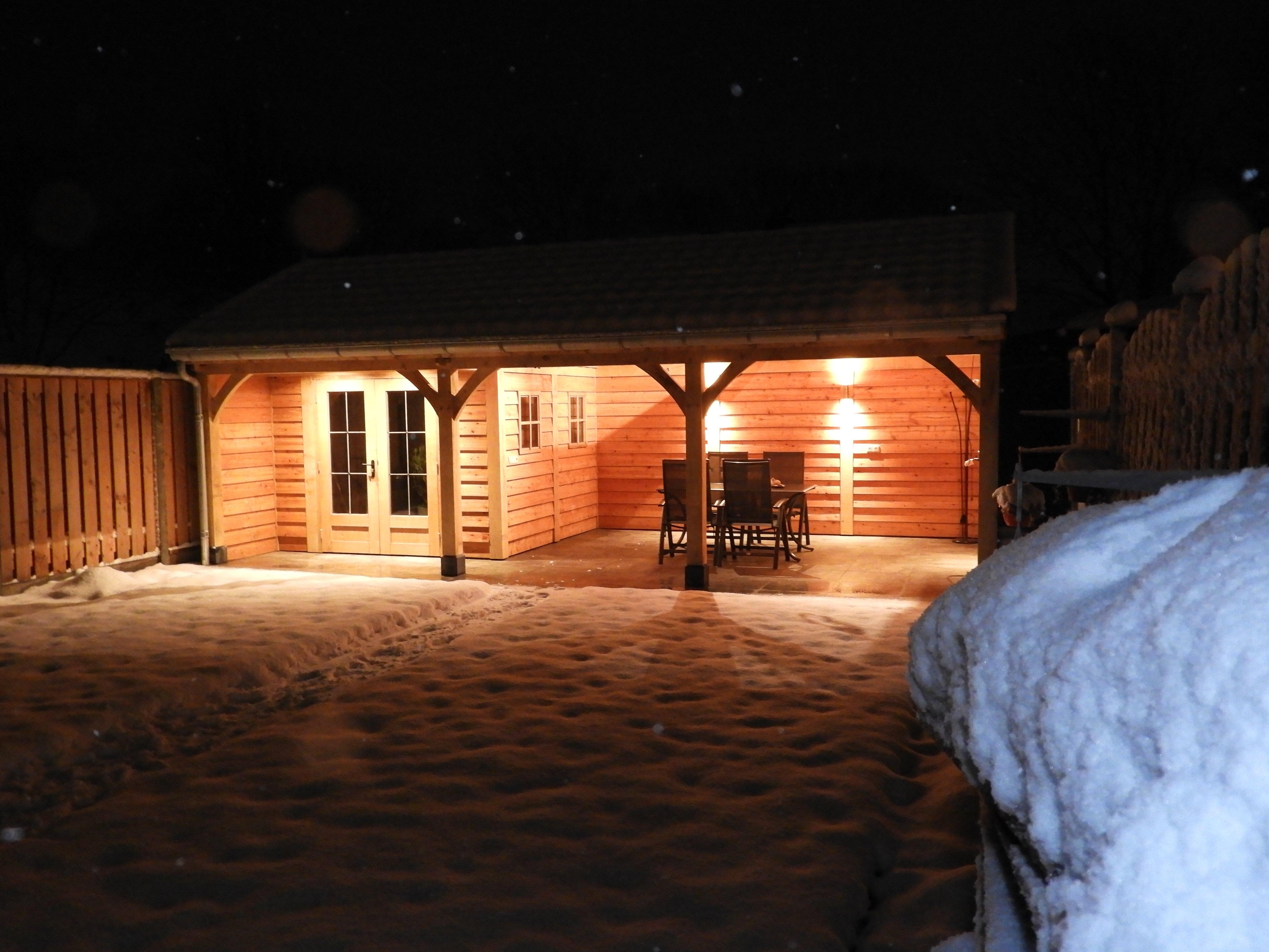 houten-tuinhuis-met-veranda-11-min - Project: Tuinhuis in winterse sfeer