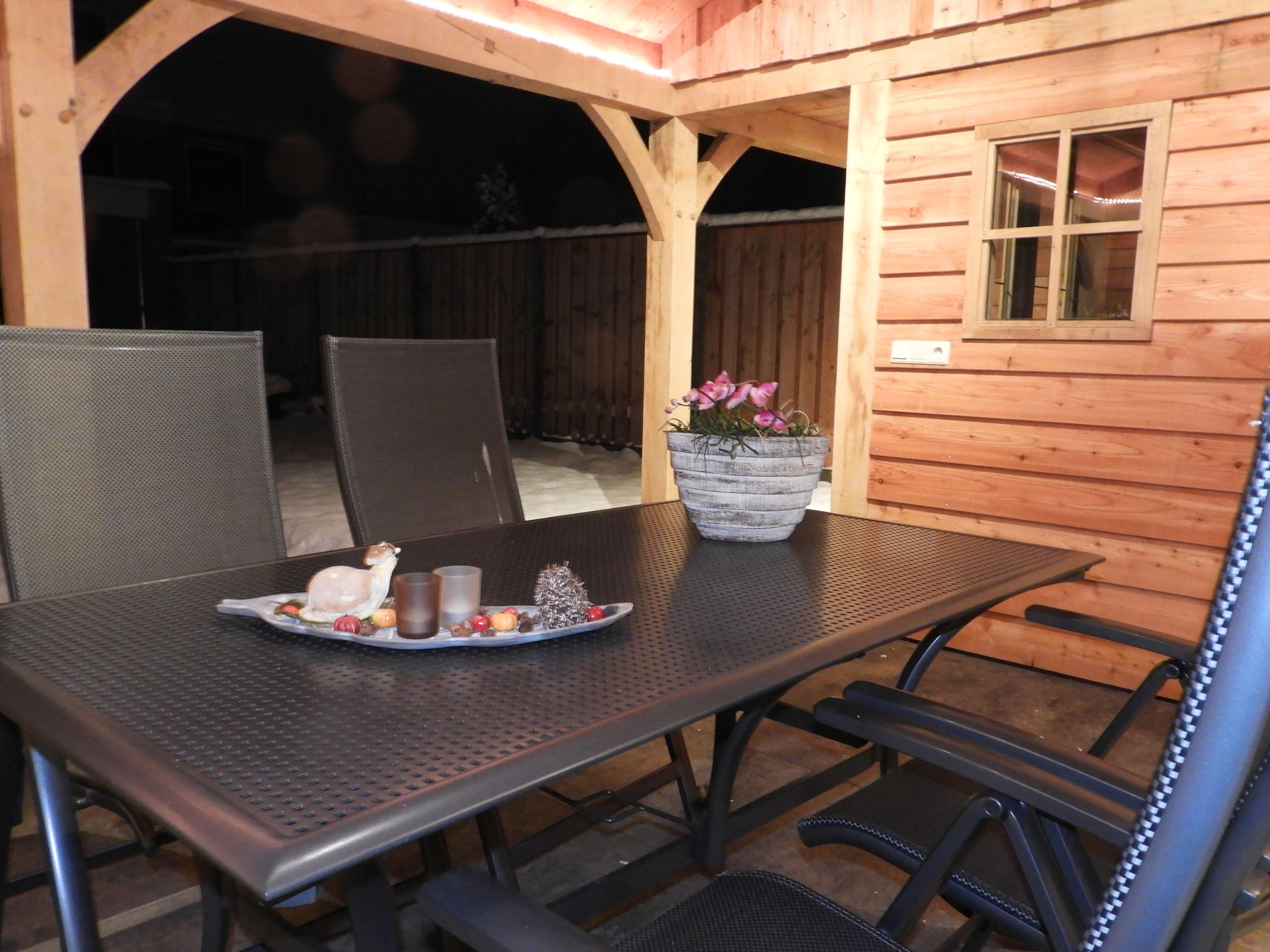 houten-tuinhuis-met-veranda-12-min - Project: Tuinhuis in winterse sfeer