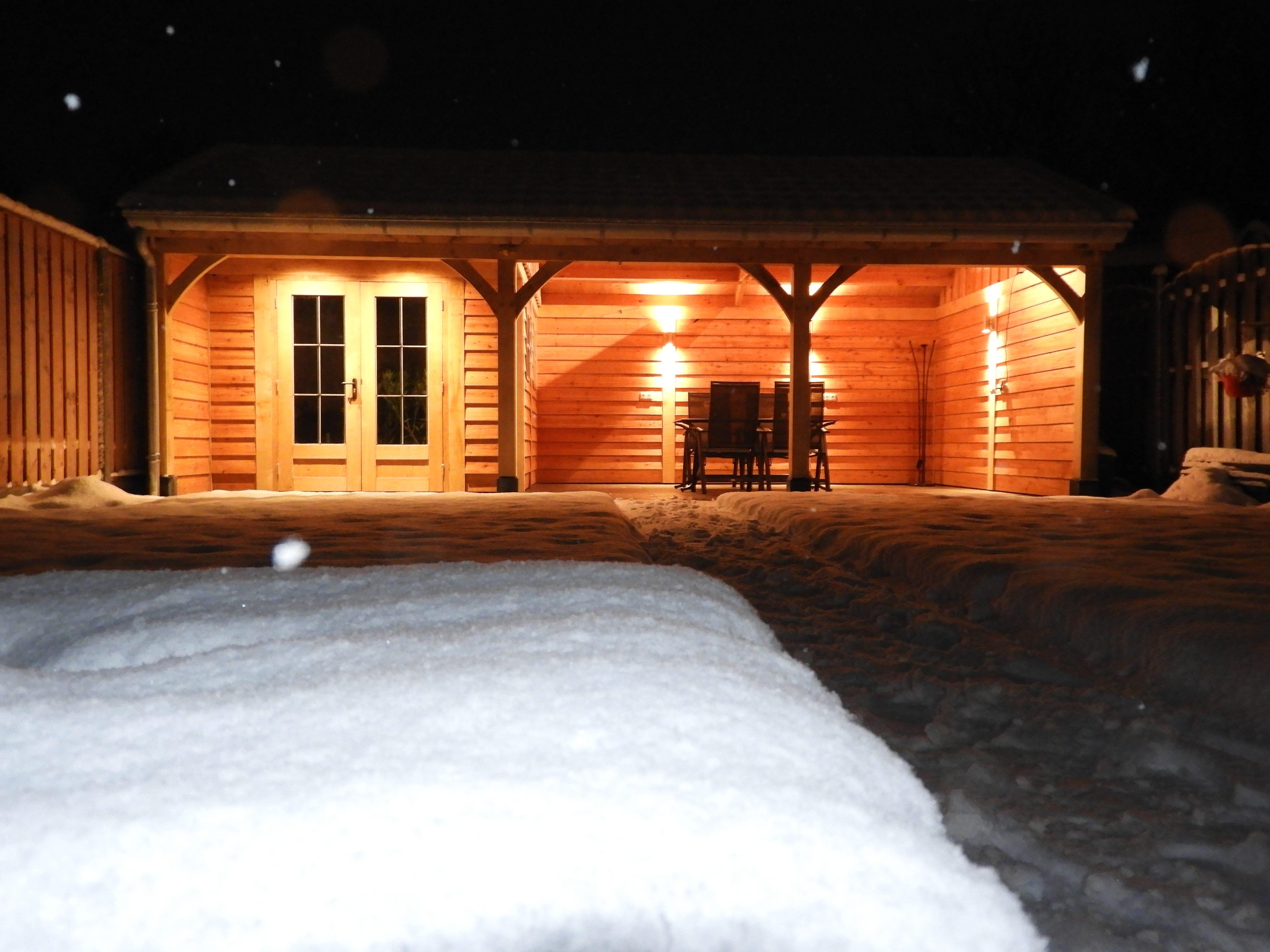 houten-tuinhuis-met-veranda-13-min - Project: Tuinhuis in winterse sfeer