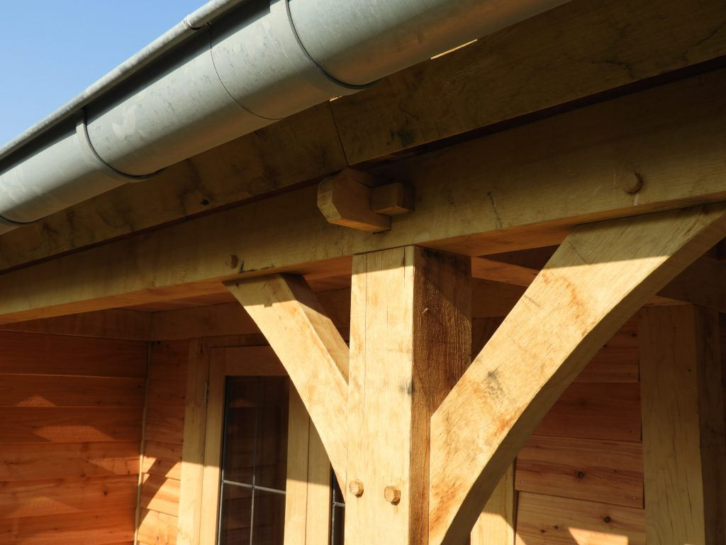 houten-tuinhuis-met-veranda-6-min-1024x768 - Houten tuinhuis met veranda op maat gemaakt.