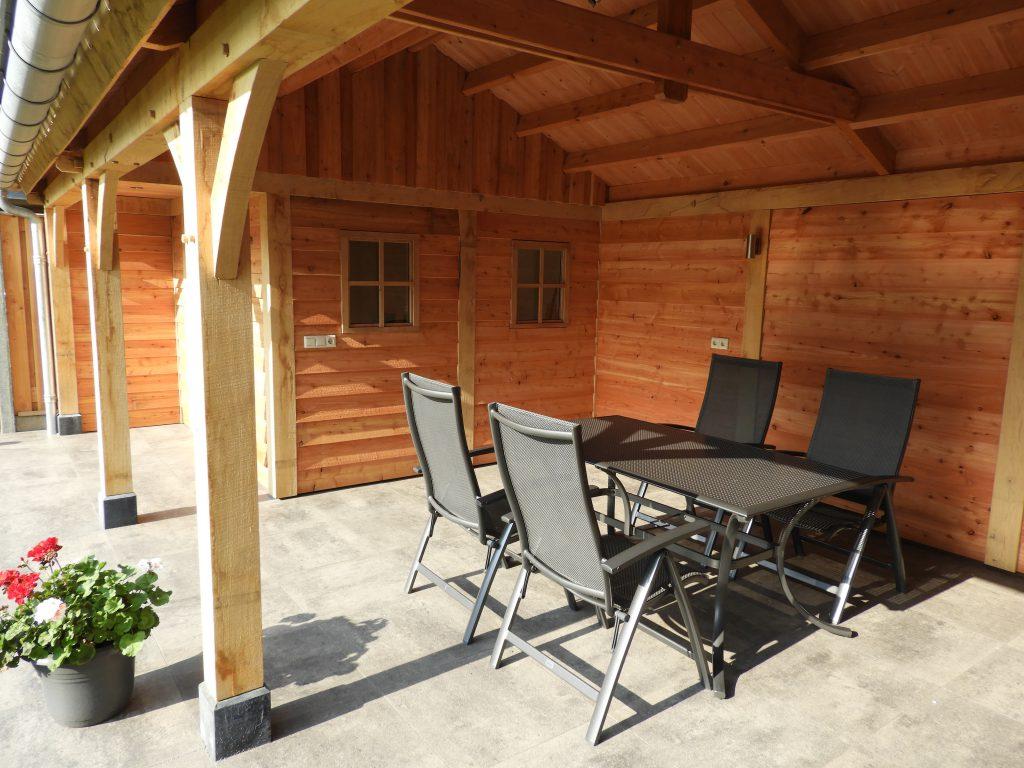 houten-tuinhuis-met-veranda-7-min-1024x768 - Houten tuinhuis met veranda op maat gemaakt.