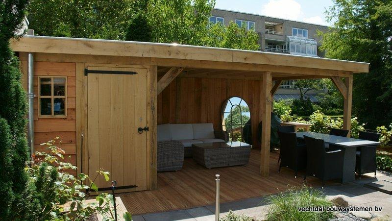 houten tuinhuis met overkapping platdak