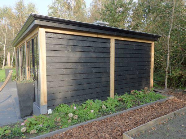 houten-tuinkamer-3-600x450 - Houten tuinkamer met stalen kozijnen.
