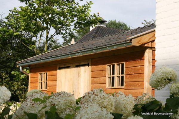 houten-tuinschuur-7-1-600x400 - Stijlvolle tuinschuur met bergruimte