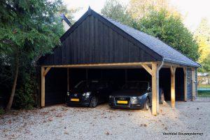 landelijke-schuur-met-carport-2-300x200 - Klassiek Houten kapschuur met carport.
