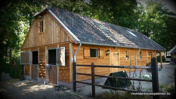 nostalgische-houten-schuur-2-600x339 - Nostalgische houten schuur