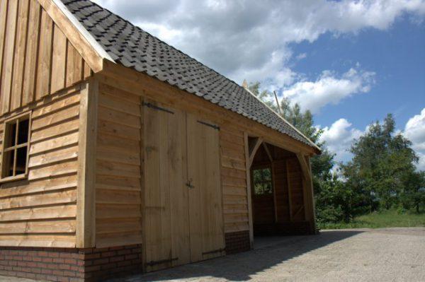 Houten-schuur-5-600x399 - Landelijke houten schuren