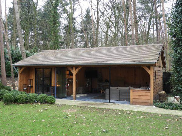 eiken-bijgebouw-met-overdekte-tuinkamer-1-600x450 - Eiken bijgebouw met overdekte tuinkamer.