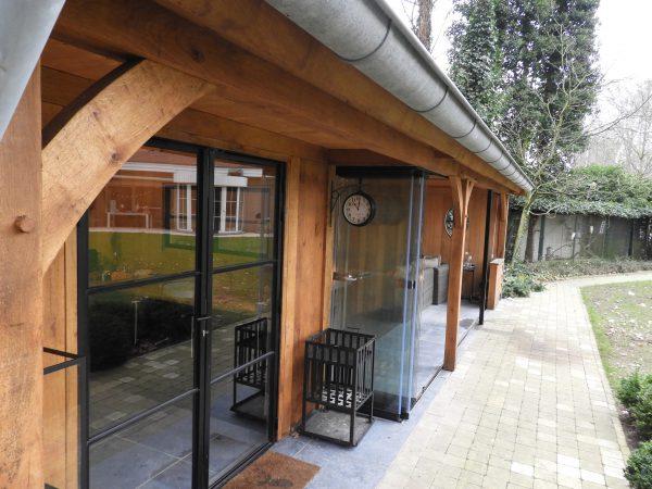 eiken-bijgebouw-met-overdekte-tuinkamer-6-600x450 - Eiken bijgebouw met overdekte tuinkamer.