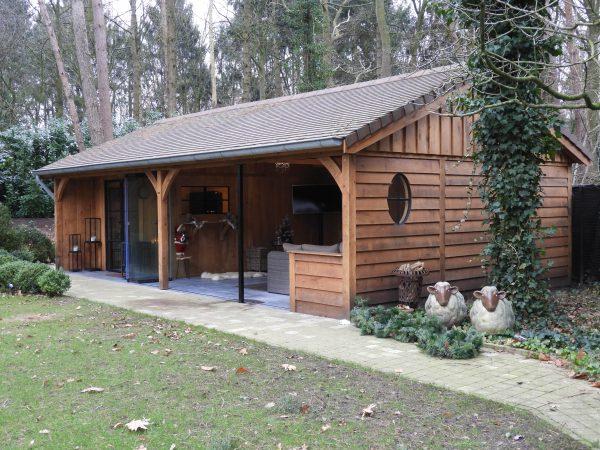 eiken-bijgebouw-met-overdekte-tuinkamer-600x450 - Eiken bijgebouw met overdekte tuinkamer.