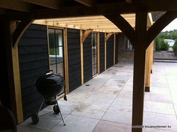 houten-terrasoverkapping-10-600x449 - Houten terrasoverkapping