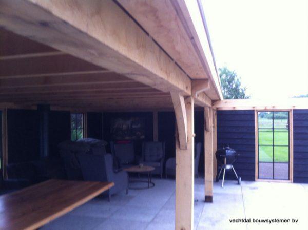 houten-terrasoverkapping-7-600x449 - Houten terrasoverkapping