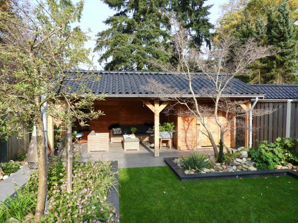 houten-tuinhuis-met-veranda-2-600x450 - Eikenhouten tuinhuis met luifel