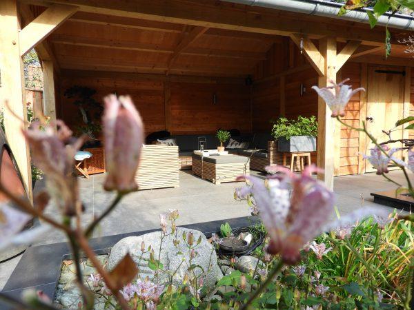 houten-tuinhuis-met-veranda-3-600x450 - Eikenhouten tuinhuis met luifel
