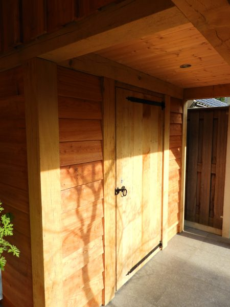 houten-tuinhuis-met-veranda-8-450x600 - Eikenhouten tuinhuis met luifel