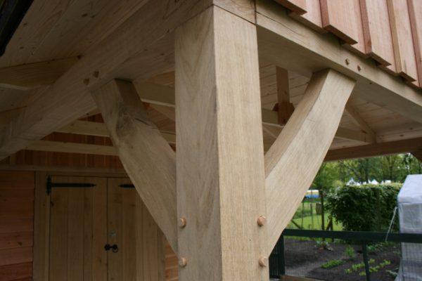 houten-tuinhuis-met-overkapping-8-600x400 - Houten tuinhuis met overkapping.