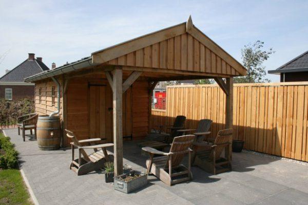 Luxe-houten-tuinhuis-met-overkapping-2-600x399 - Luxe eikenhouten tuinhuis met overkapping