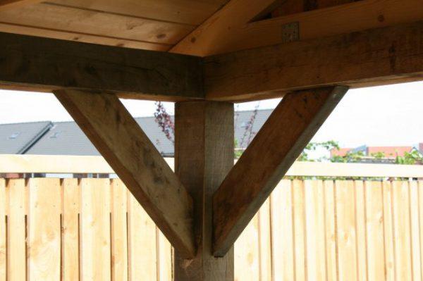 Luxe-houten-tuinhuis-met-overkapping-4-600x399 - Luxe eikenhouten tuinhuis met overkapping