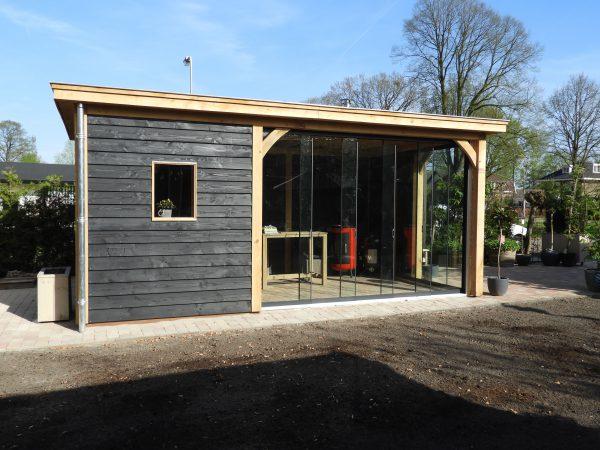 houten-tuinkamer-met-glazen-schuifwanden-2-600x450 - Eiken overkapping