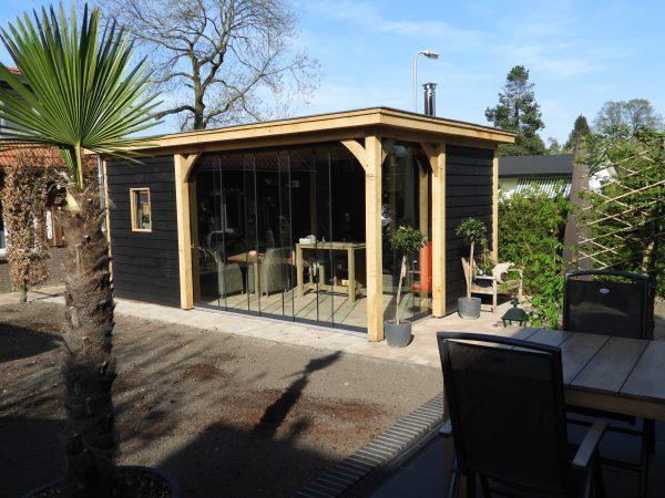 houten-tuinkamer-met-glazen-schuifwanden-3-600x450 - Eiken overkapping