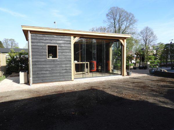 houten-tuinkamer-met-glazen-schuifwanden-600x450 - Eiken overkapping