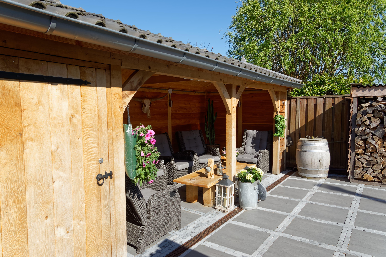 houten-tuinhuis-met-overkapping-1 - Project Hoofddorp: Eiken tuinhuis met veranda