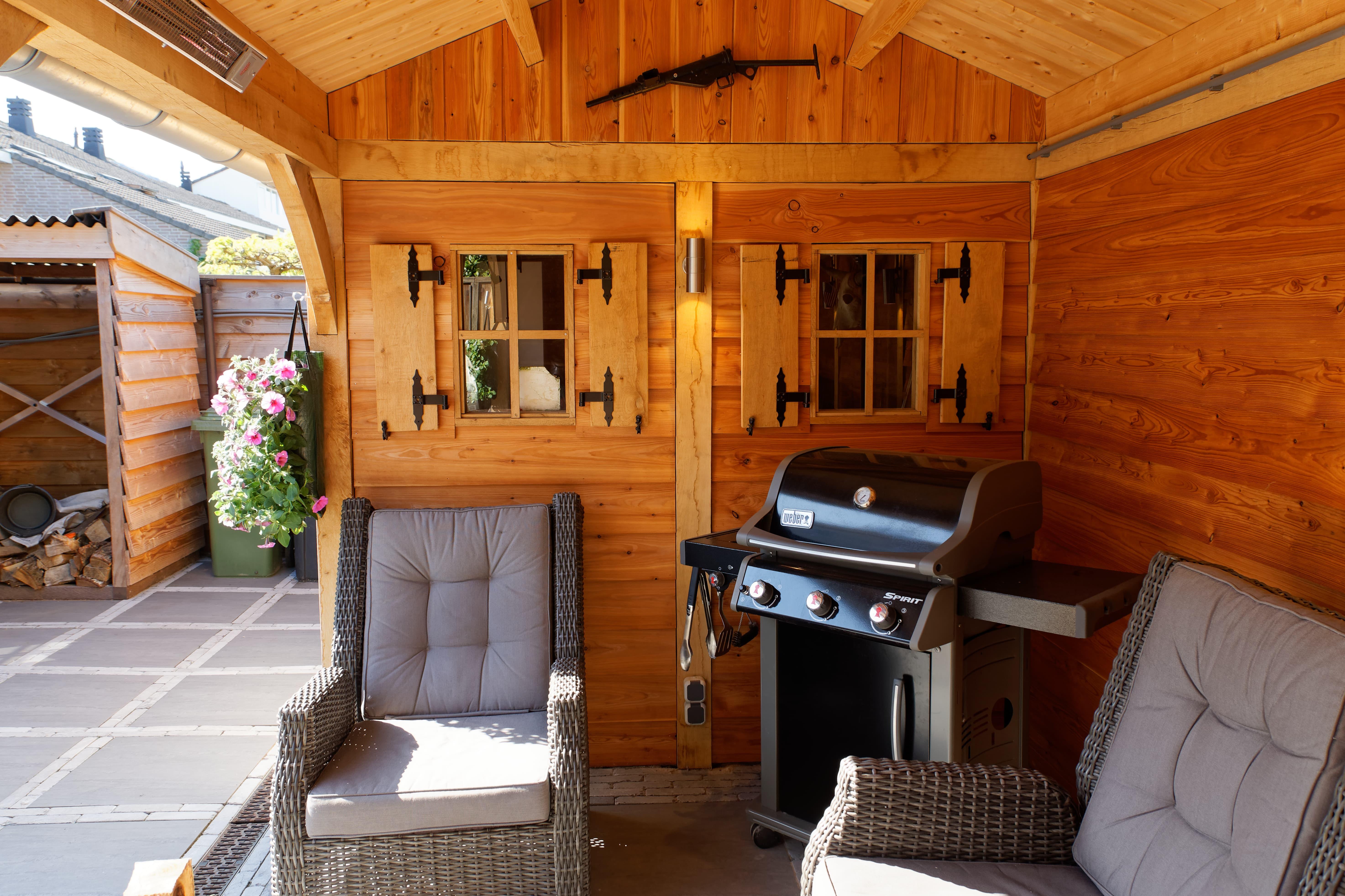 houten-tuinhuis-met-overkapping-6 - Project Hoofddorp: Eiken tuinhuis met veranda