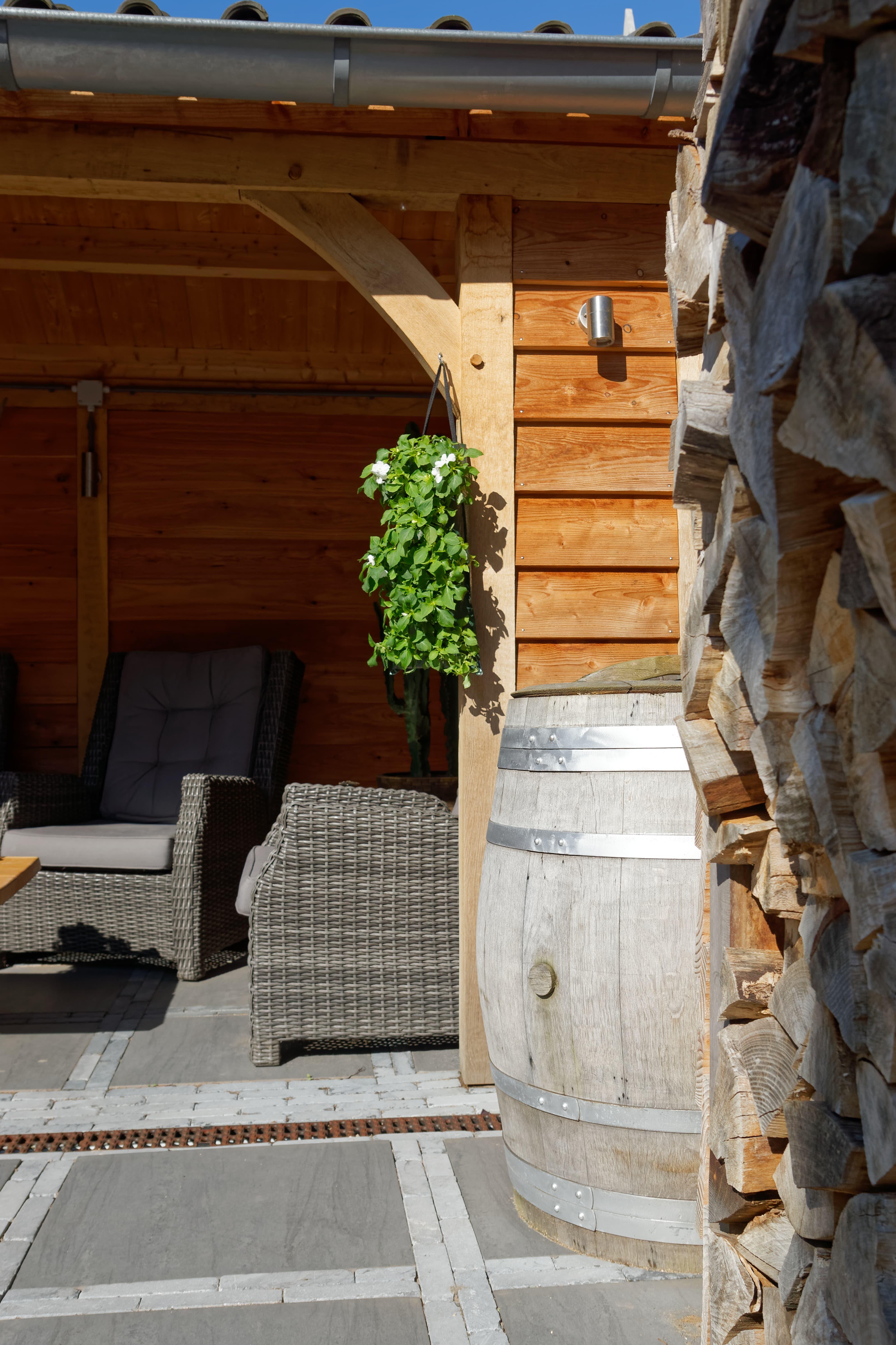 houten-tuinhuis-met-overkapping-8 - Project Hoofddorp: Eiken tuinhuis met veranda