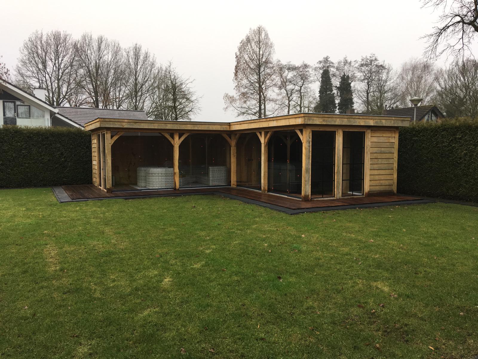 overkapping-met-glazen-schuifwanden-6-1 - Project Hardenberg: Eiken tuinkamer met jacuzzi overkapping hoekmodel.