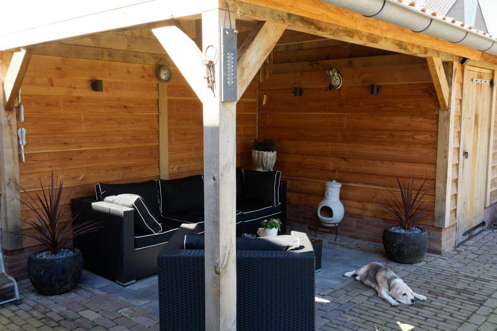 Houten-tuinhuis-met-overkapping-4-1024x683 - eiken schuur met veranda.