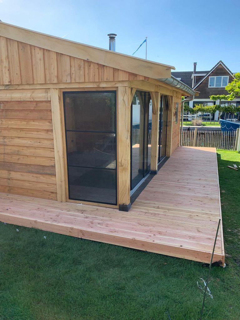 Luxe-tuinkamer-met-glazen-schuifwanden-en-sauna-768x1024 - Luxe tuinkamer aan het water