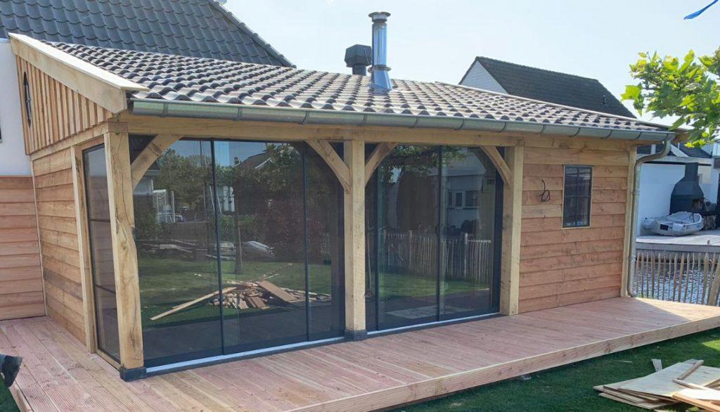 luxe-tuinkamer-met-glazen-schuifwanden-en-sauna-4-1024x586 - Luxe tuinkamer aan het water