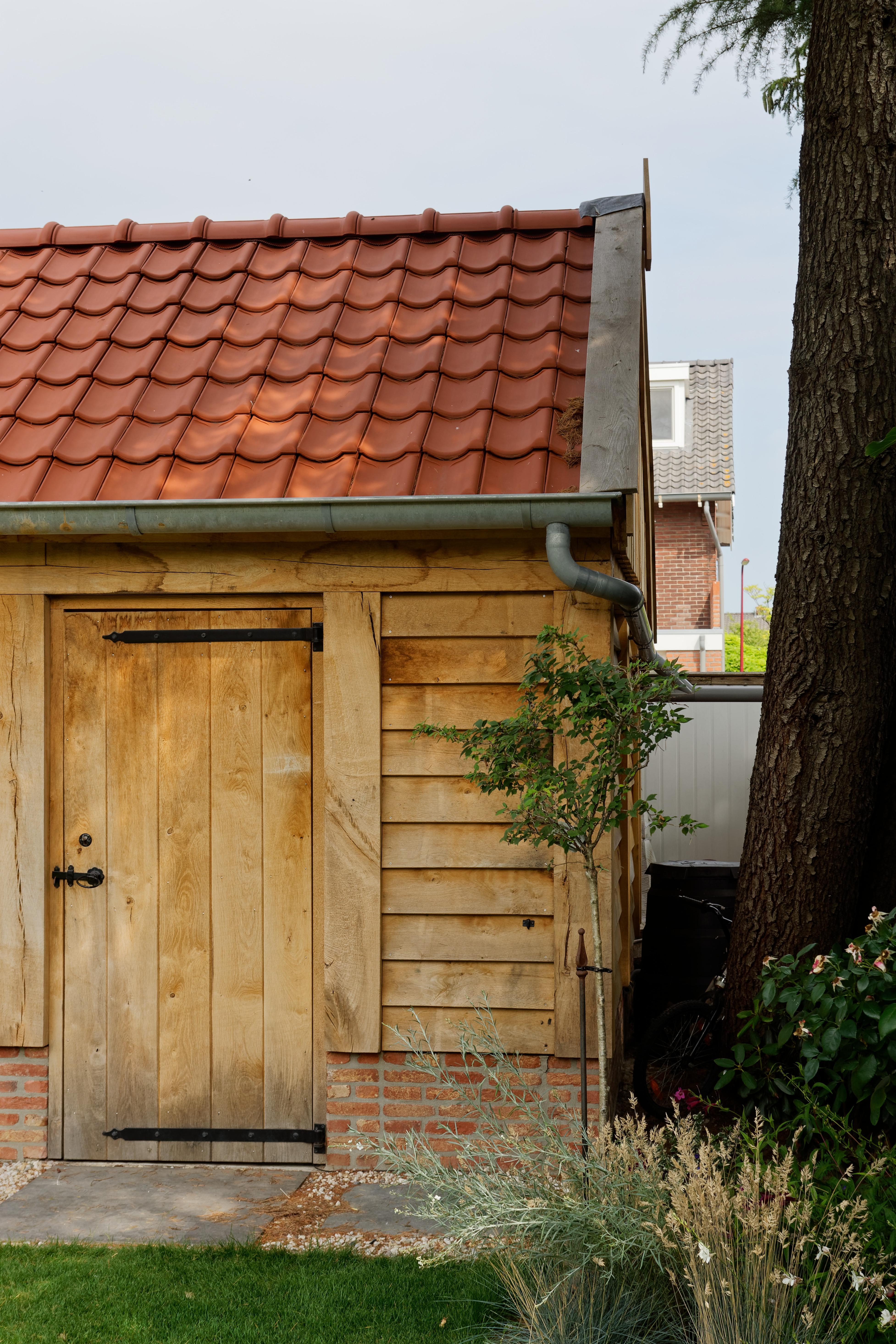 Eiken-kapschuur-met-veranda-10 - Eiken schuur met overkapping.