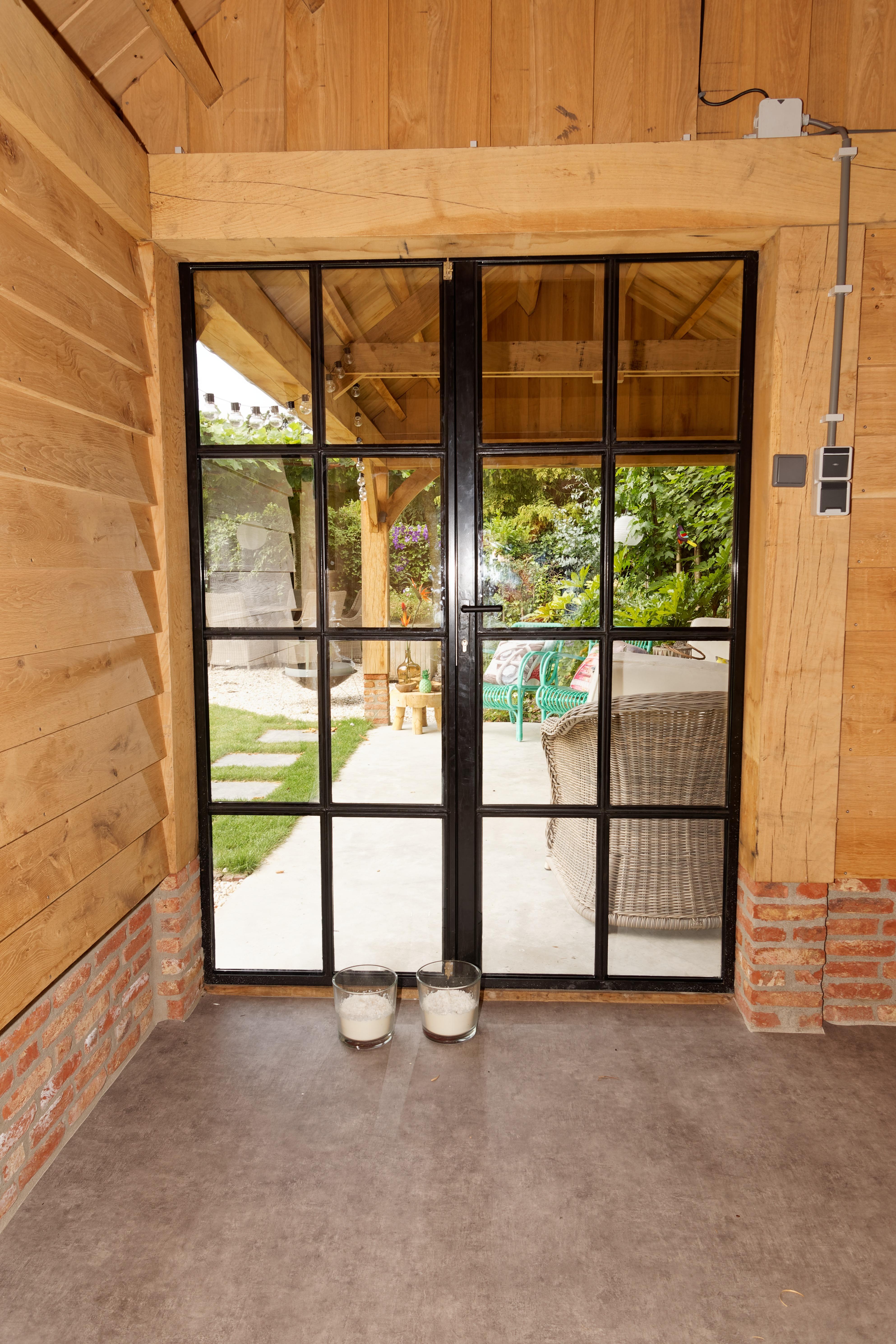 Eiken-kapschuur-met-veranda-12 - Eiken schuur met overkapping.