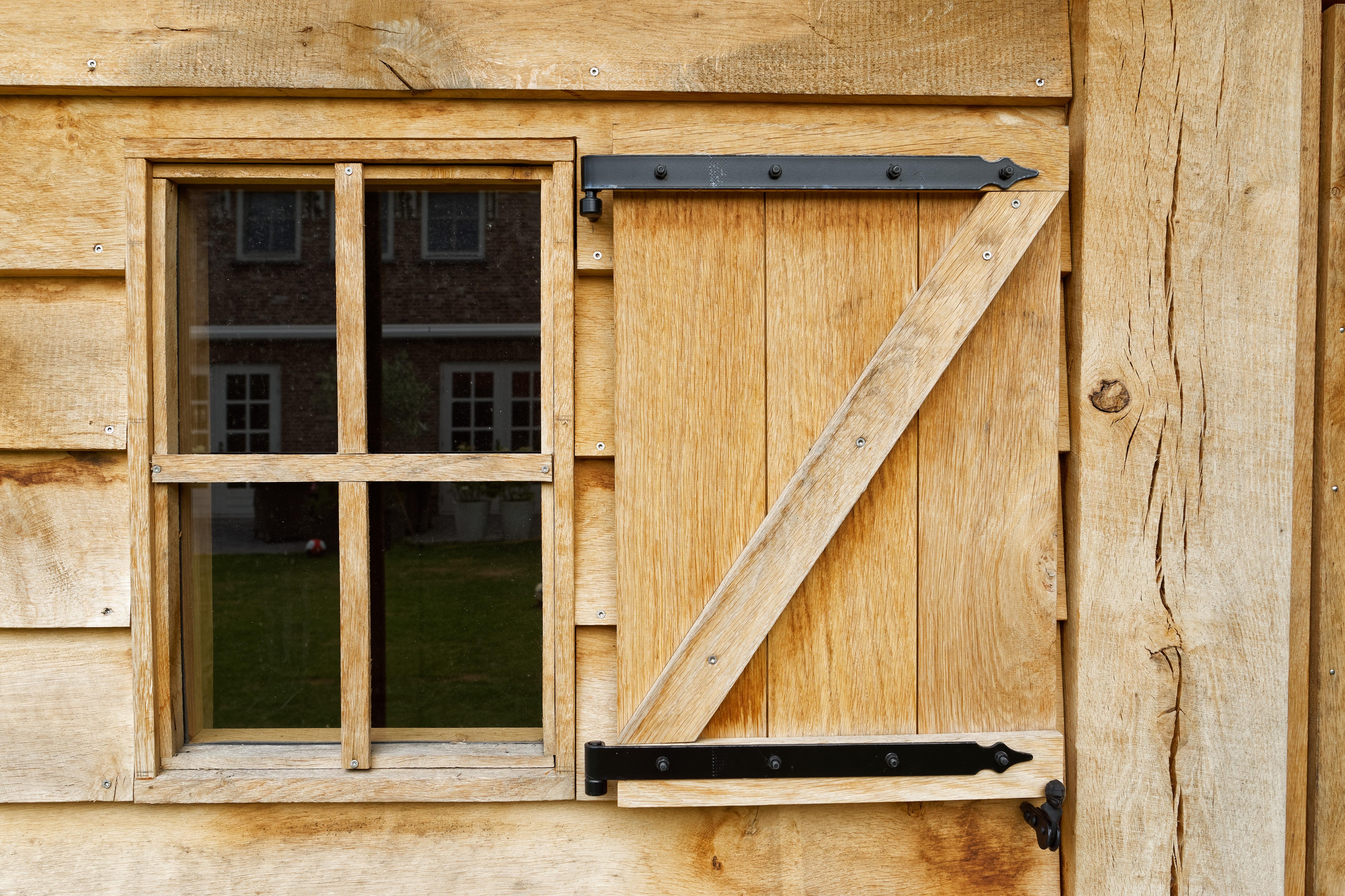 Eiken-kapschuur-met-veranda-16 - Eiken schuur met overkapping.