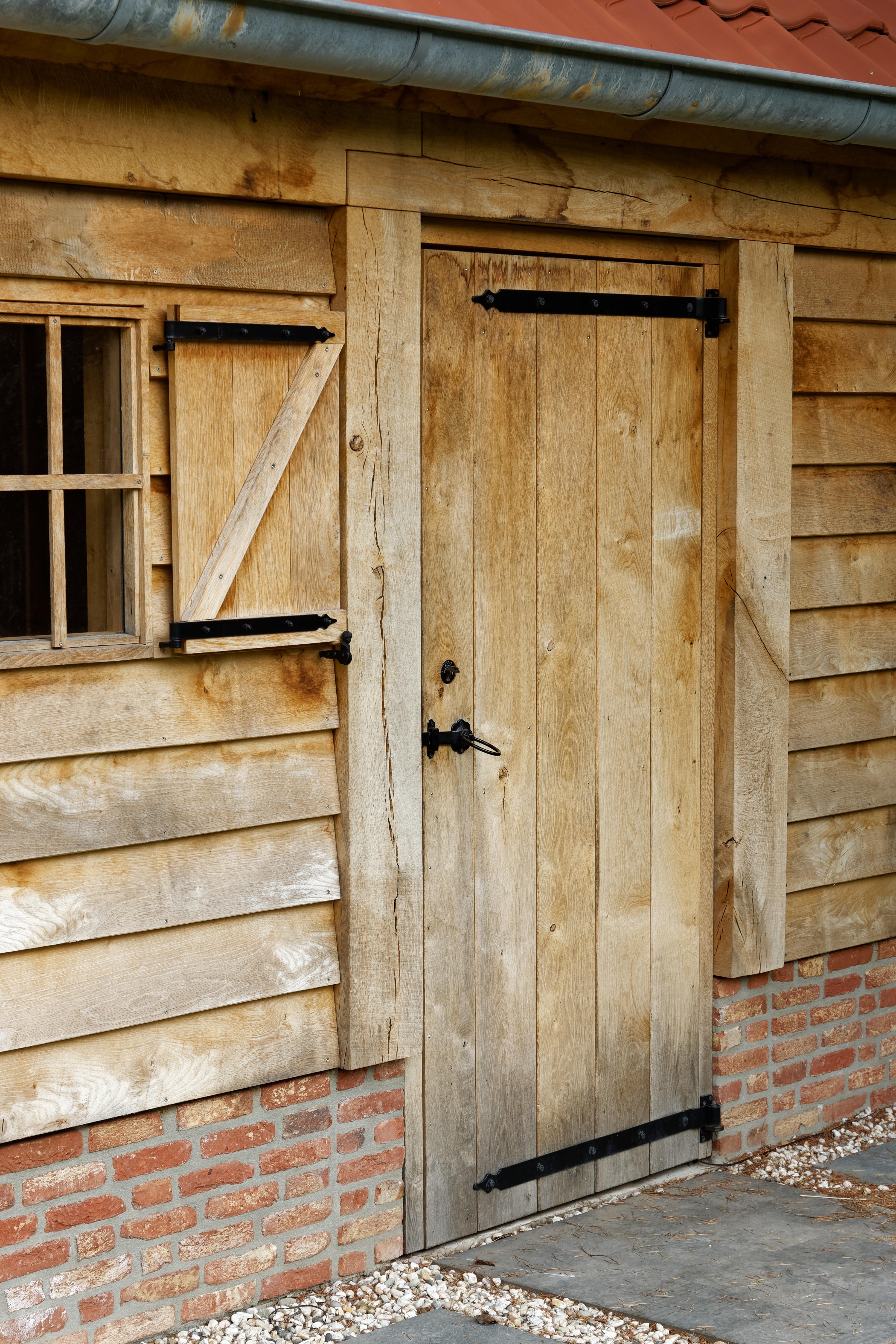 Eiken-kapschuur-met-veranda-9 - Eiken schuur met overkapping.