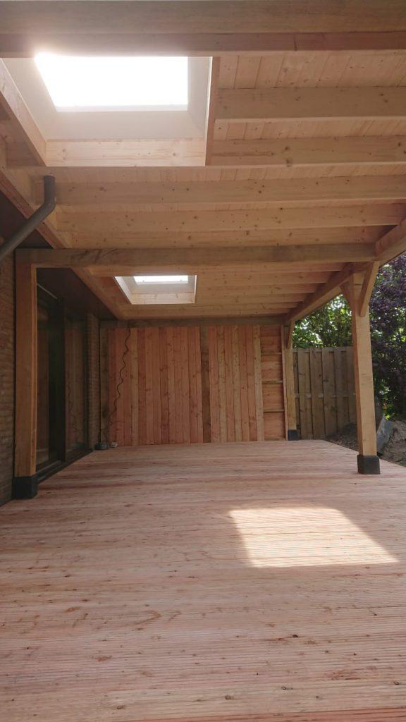 eiken-overkapping-aanbouw-4-576x1024 - Houten overkapping tegen bestaande woning.