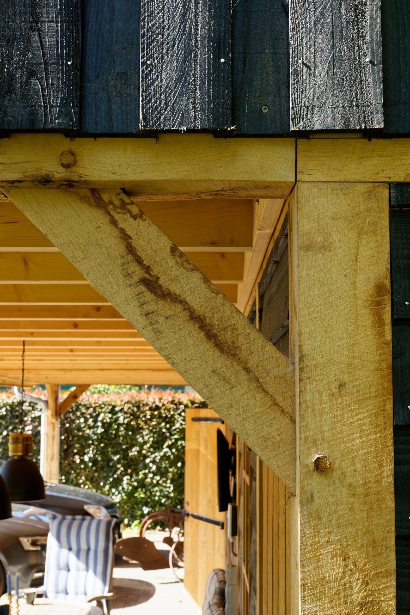 Landelijk-houten-schuur-7-scaled - Landelijke Schuur met carport
