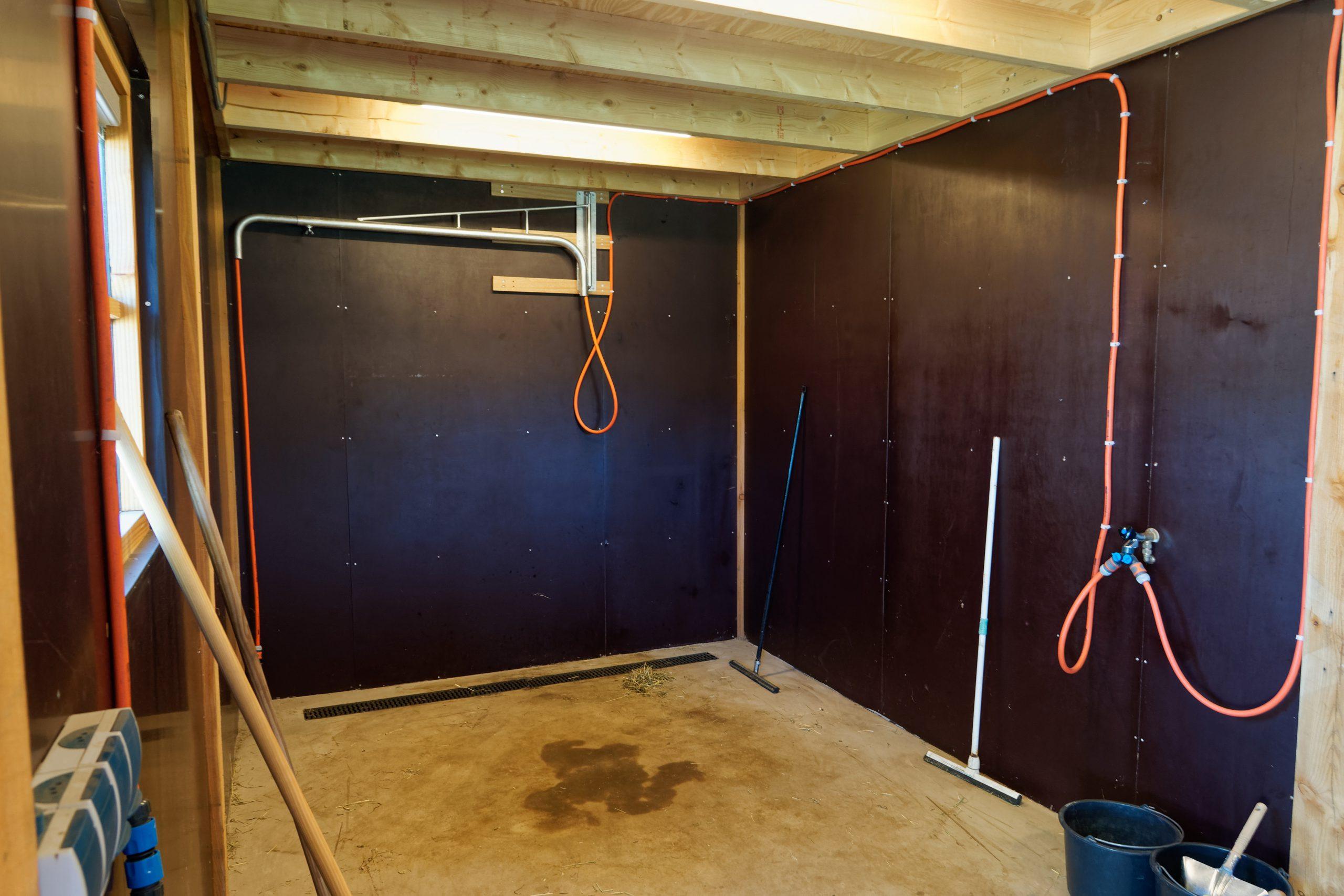 houten-schuur-met-paardenstallen-1-scaled - Project Hardenberg: Grote houten schuur met paardenstallen.