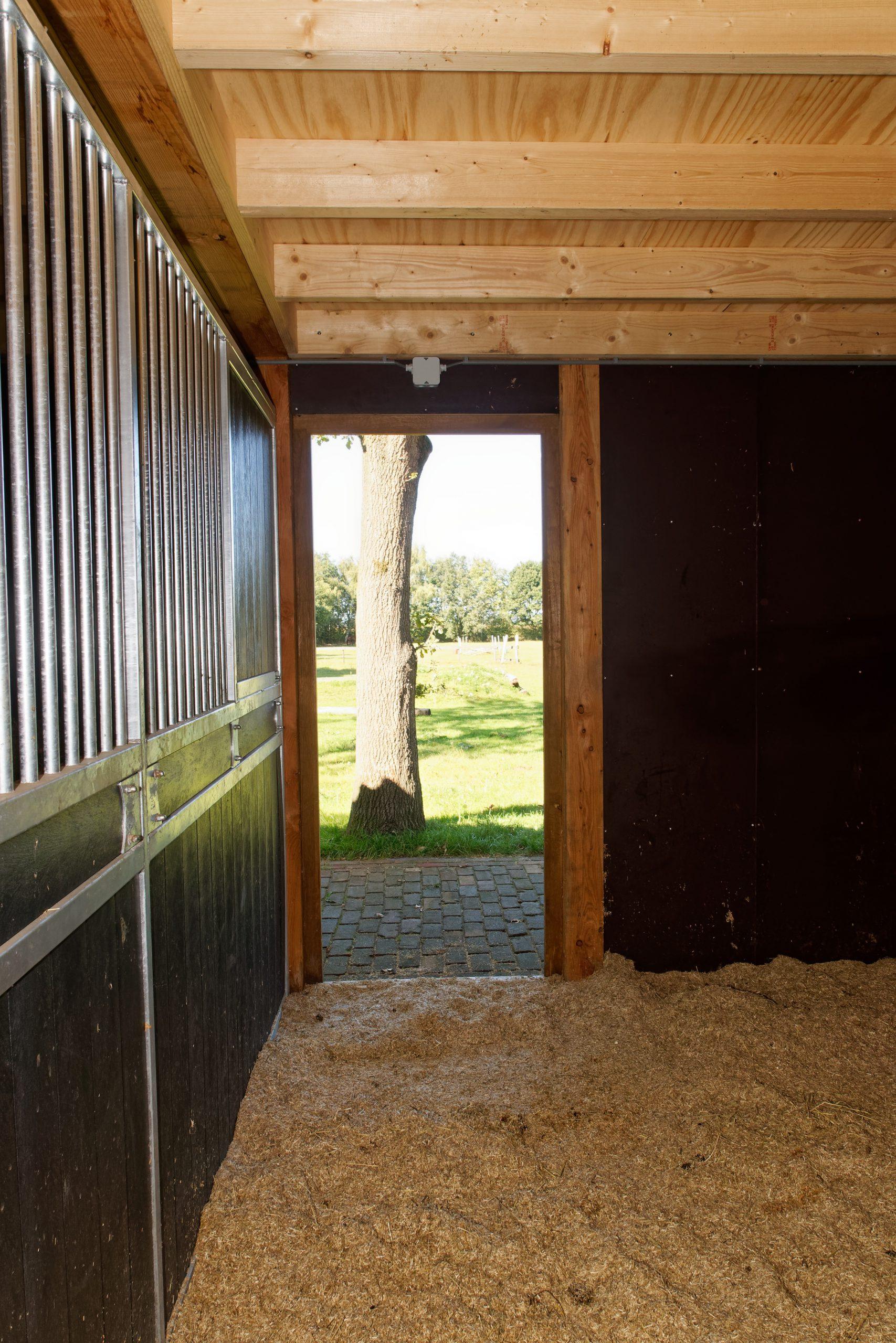houten-schuur-met-paardenstallen-10-scaled - Project Hardenberg: Grote houten schuur met paardenstallen.