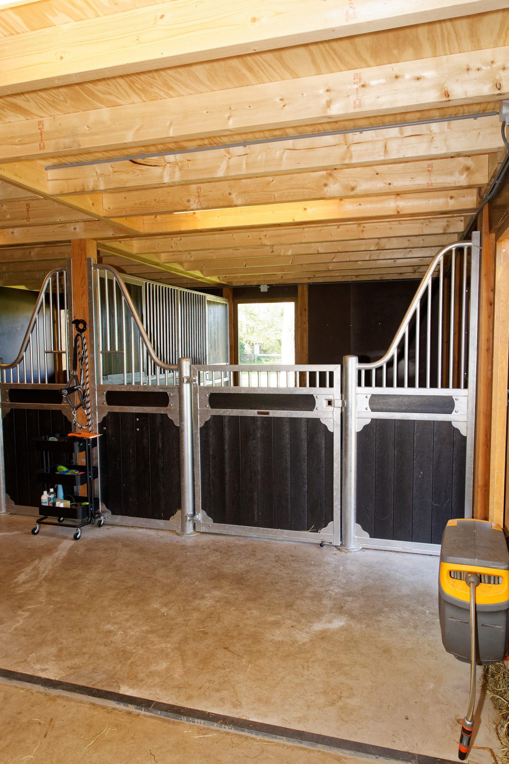 houten-schuur-met-paardenstallen-3-scaled - Project Hardenberg: Grote houten schuur met paardenstallen.