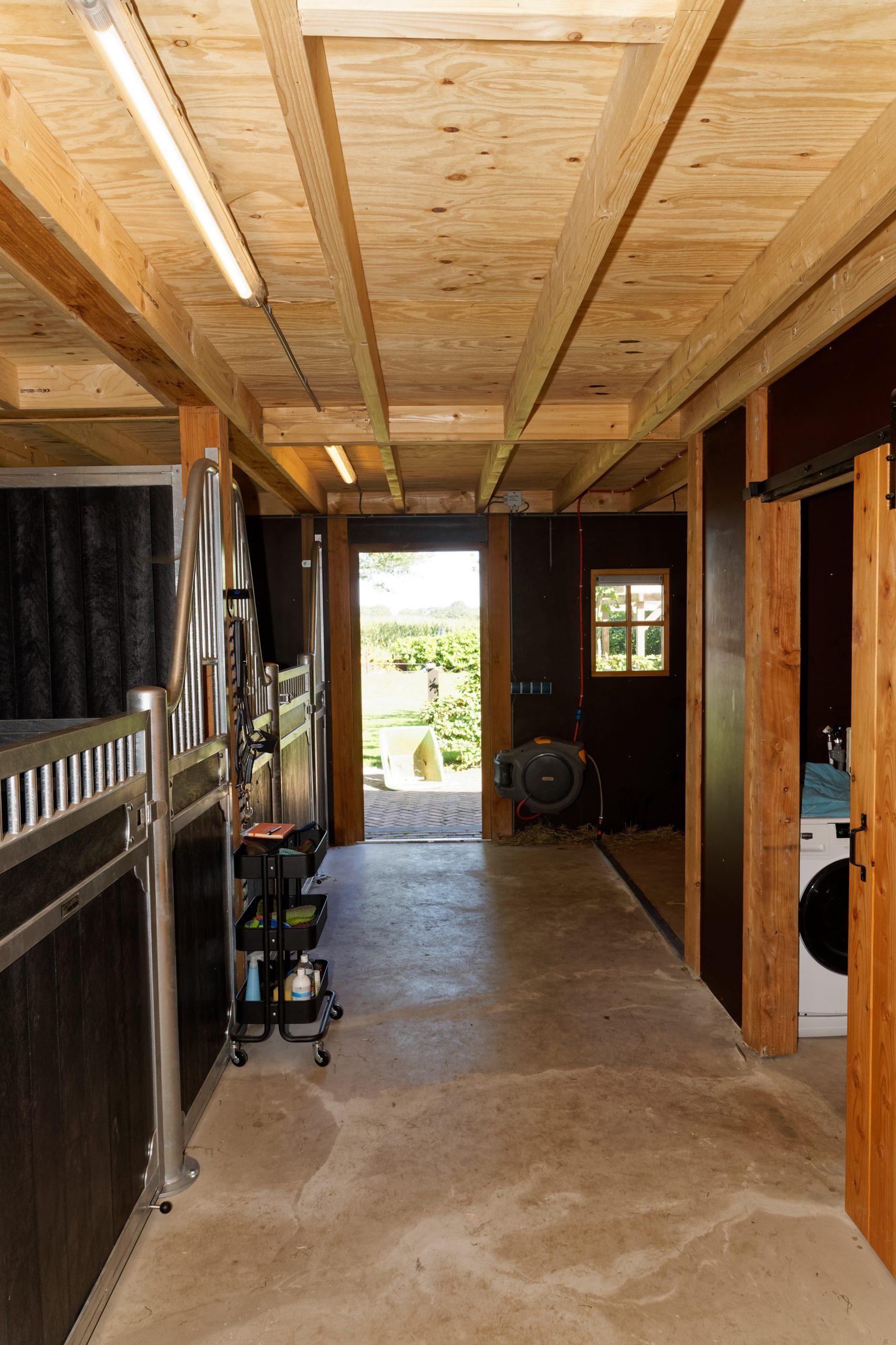 houten-schuur-met-paardenstallen-8-scaled - Project Hardenberg: Grote houten schuur met paardenstallen.