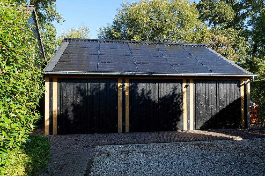 houten-garage-met-zonnepanelen-2-1024x683 - Houten garage met Zonnepanelen