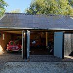 Houten garage met Zonnepanelen