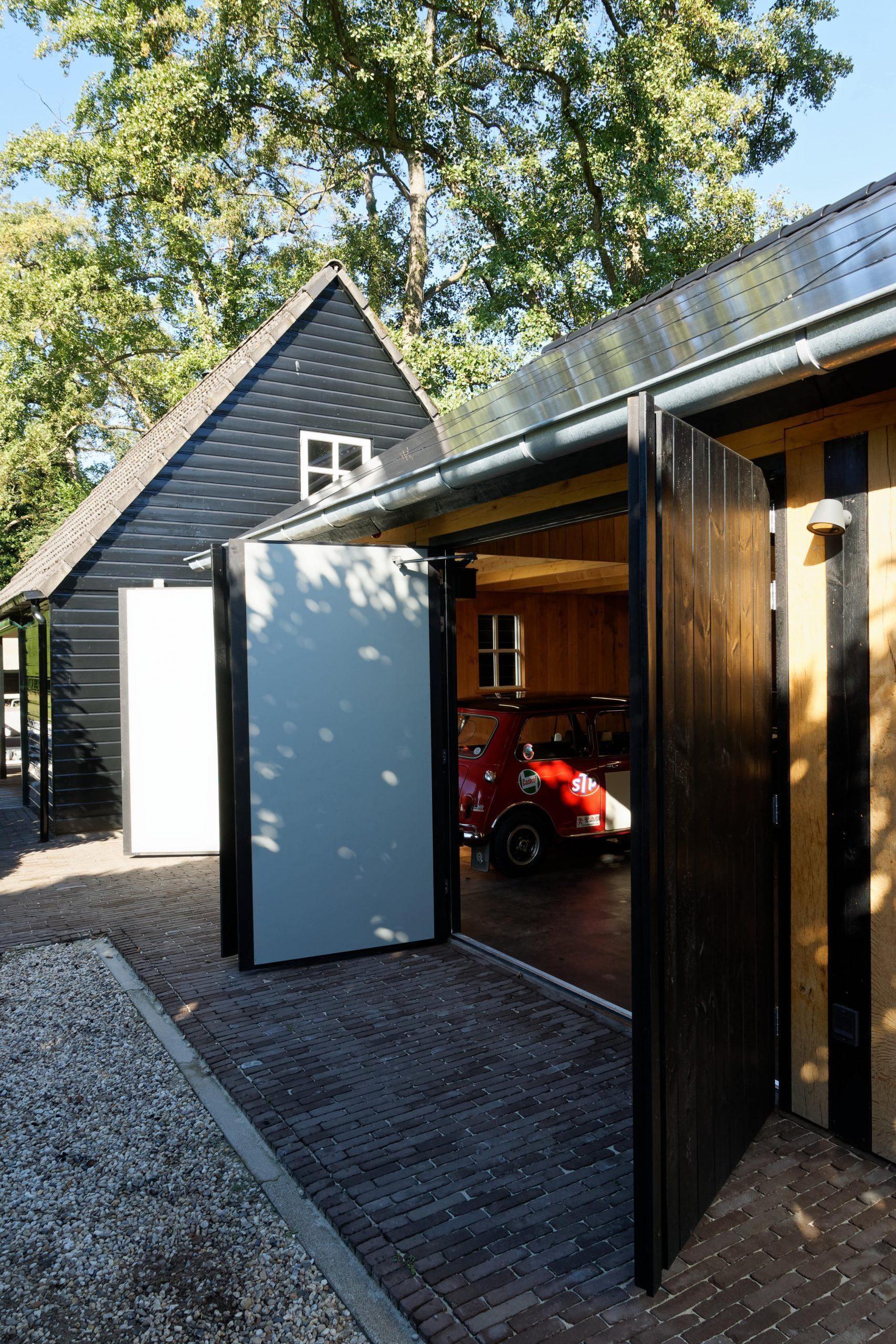 houten-garage-met-zonnepanelen-9-scaled -