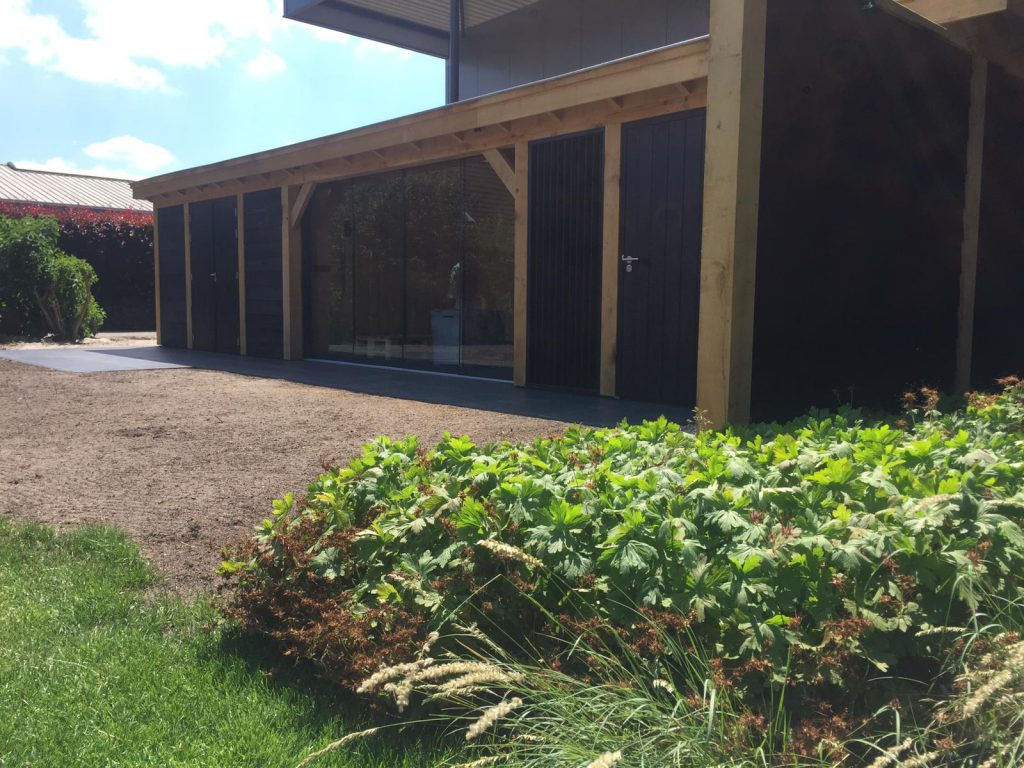 Houten-bijgebouw-met-sauna-en-tuinkamer-6-1024x768 - Houten bijgebouw met tuinkamer en sauna.
