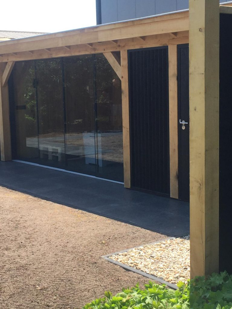 Houten-bijgebouw-met-sauna-en-tuinkamer-7-768x1024 - Houten bijgebouw met tuinkamer en sauna.
