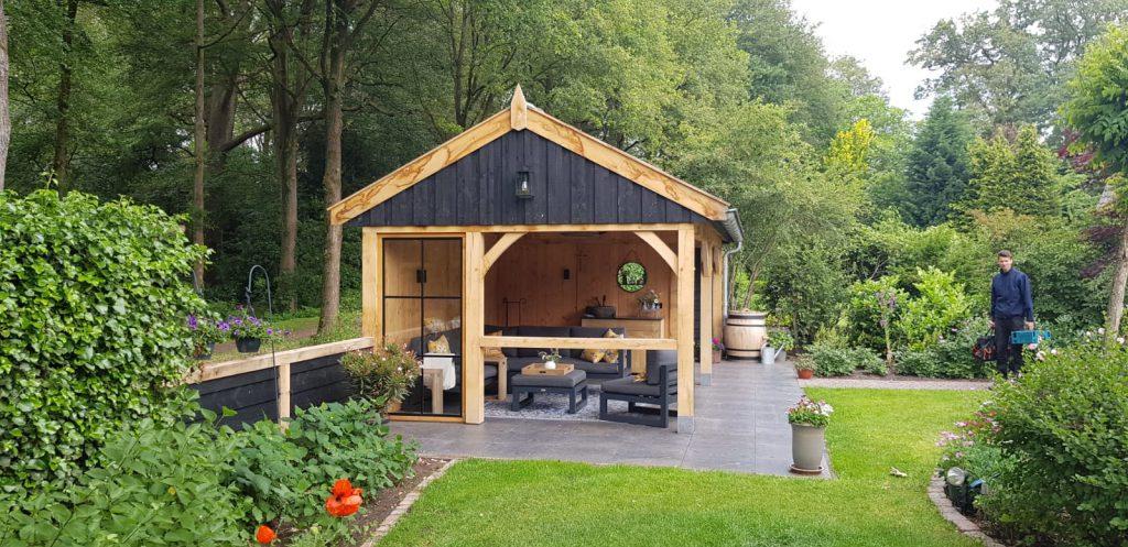 Luxe-Houten-tuinhuis-met-veranda-1024x497 - Luxe Houten Tuinhuis met veranda.