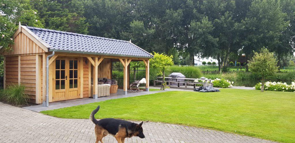 Houten-tuinhuis-met-veranda-1-1024x497 - Houten Tuinhuis met veranda